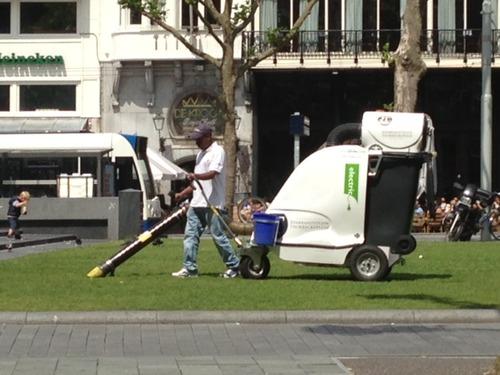 vacuming Rembrandtplein.jpg